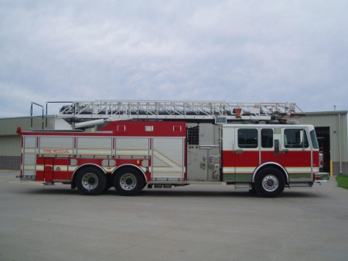 1996 Spartan Saulsbury 75' Ladder