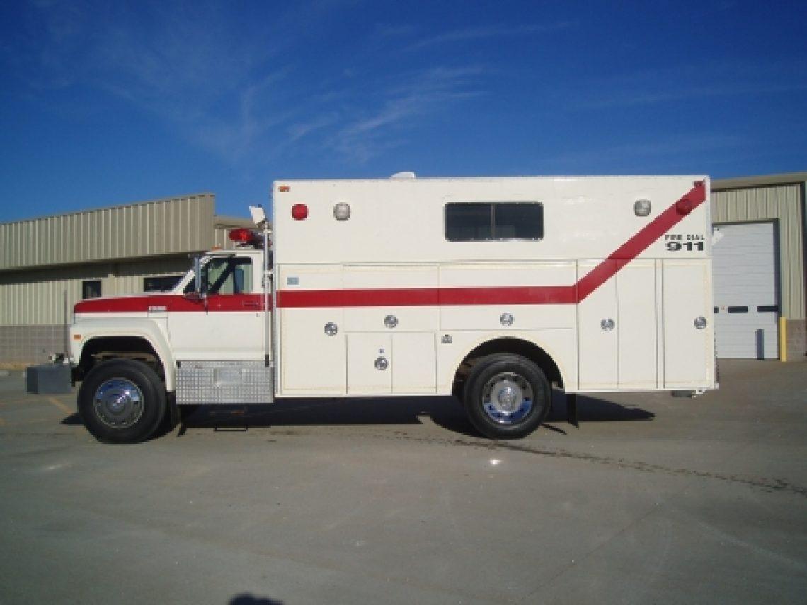1991 Ford F-800 4-Guys Walk-In Rescue