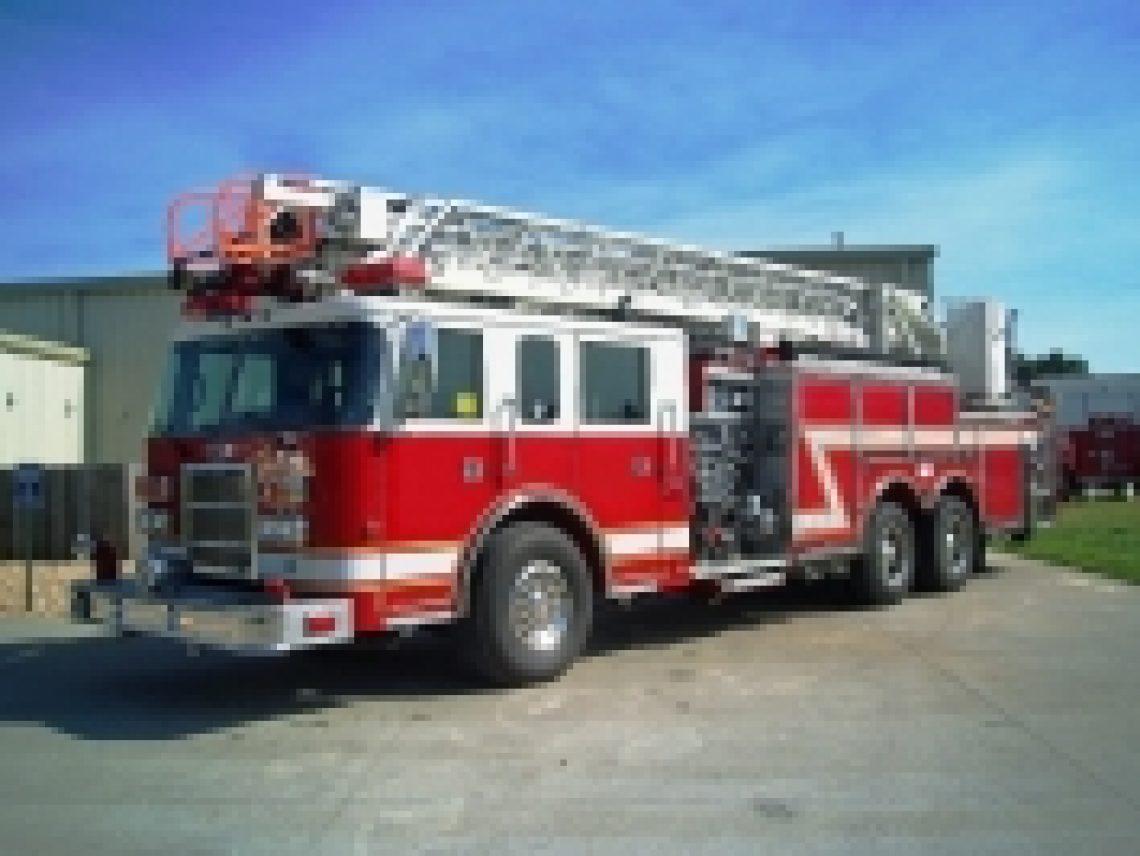 1999 Pierce 75' Ladder