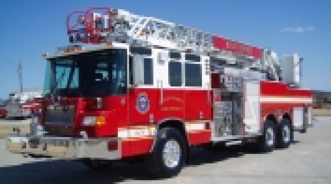 2003 Pierce Quantum 75' Ladder