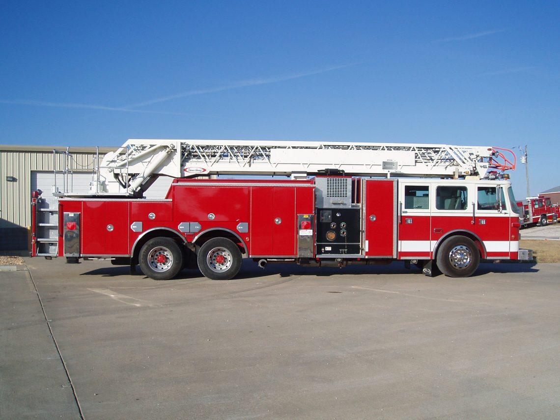 1997 Pierce Arrow 105 foot Ladder truck